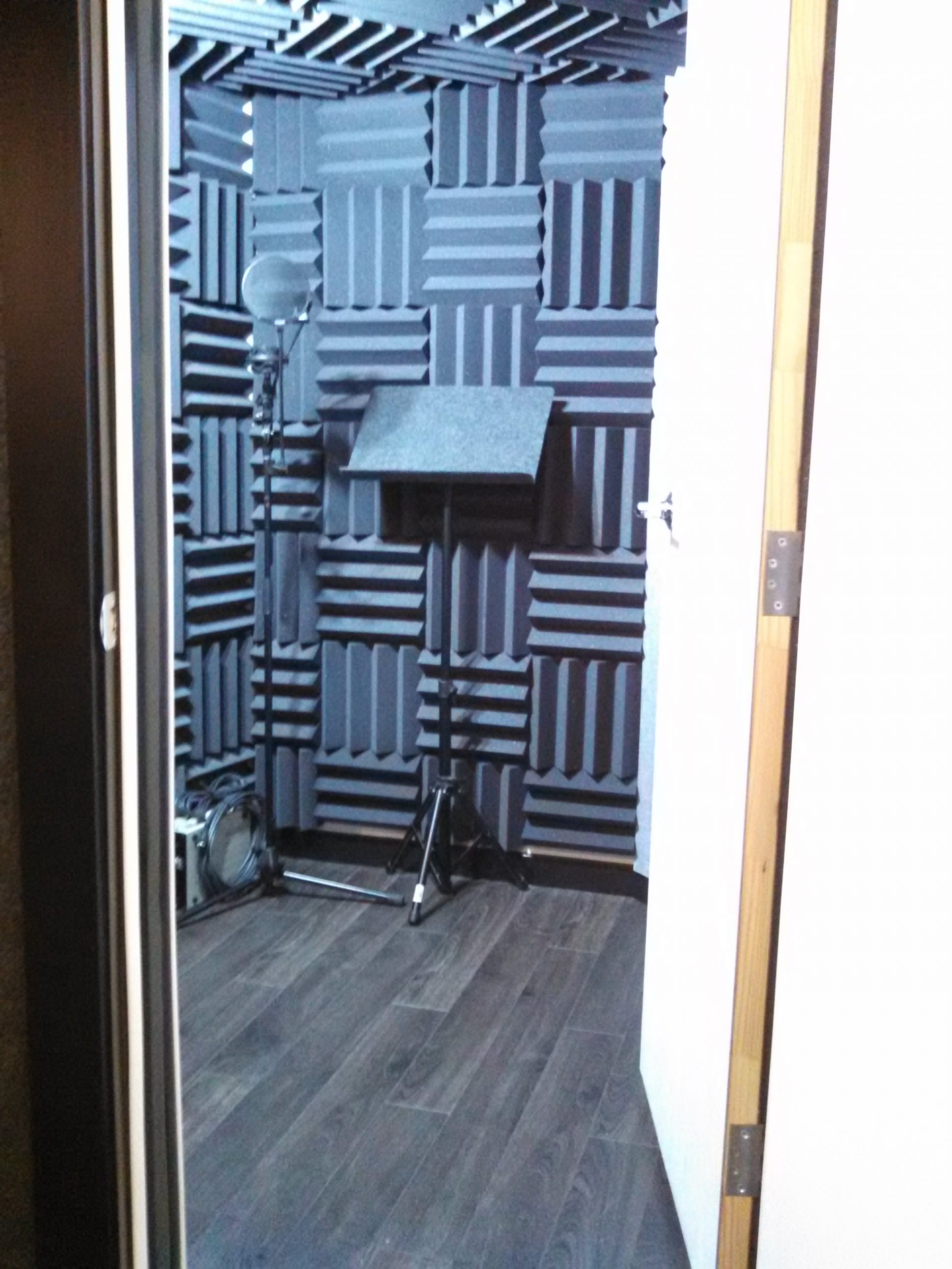 Different Ways to Soundproof Your Home